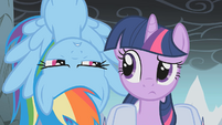 Twilight and upside down Rainbow Dash S01E07