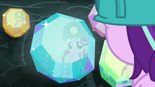 File:Starlight Glimmer admiring the cave gems S7E4.png