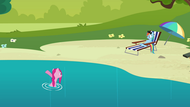 File:Pinkie Pie has to run S3E03.png