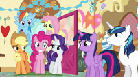 Ponies look at Pinkie with varying expressions S5E19