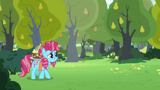 File:Chiffon Swirl comes out of the bushes S7E13.png