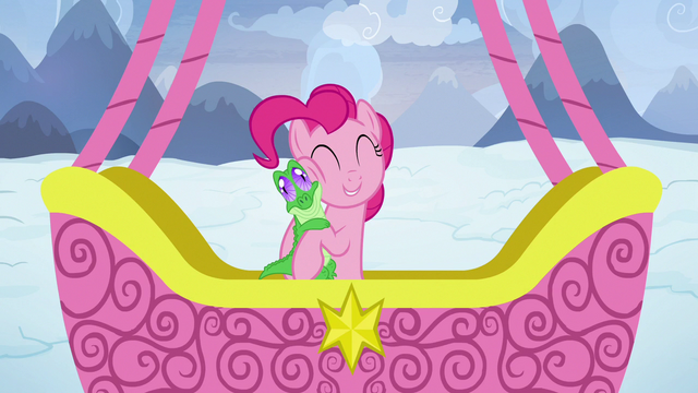 File:Pinkie Pie hugging Gummy S7E11.png