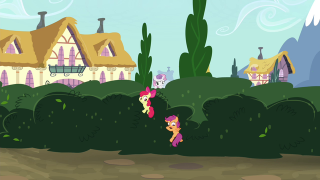 File:CMC sneaking over the bushes S4E15.png