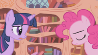 Twilight consoling Pinkie Pie S1E05