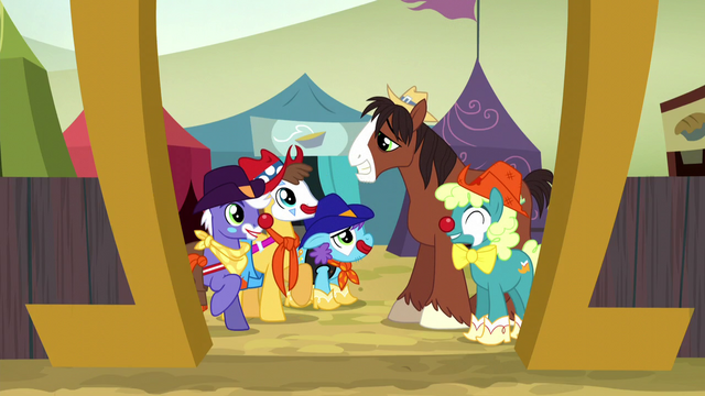 File:Trouble Shoes talking with fellow rodeo clowns S5E6.png
