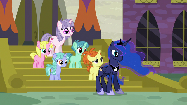 File:Princess Luna standing in front of unicorn filly S7E10.png