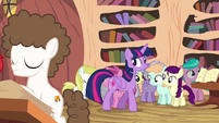 Twilight looking at foals around her S4E15