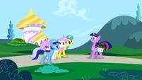Minuette, Twinkleshine and Lemon Hearts inviting Twilight S1E1