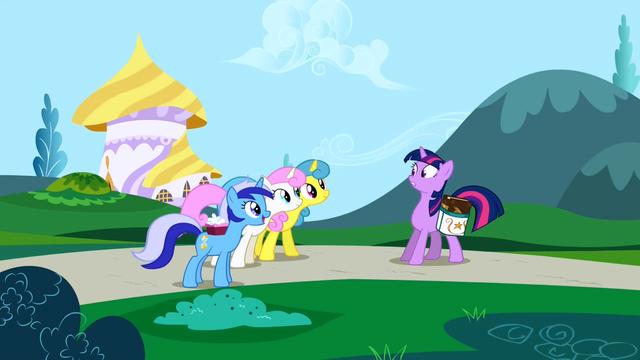Файл:Minuette, Twinkleshine and Lemon Hearts inviting Twilight S1E1.png