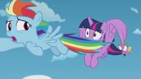 Rainbow Dash flies away from Twilight again S5E25