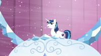 Shining Armor walks up S6E2