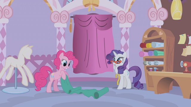 File:Pinkie Pie holding some fabrics S1E14.png
