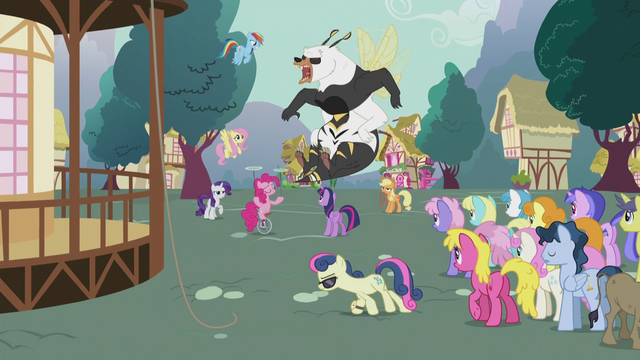 File:Sweetie Drops blending into a crowd S5E9.png