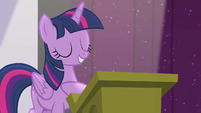 "Twilight ""is in good hooves"" S5E25"