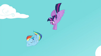 Twilight flying down to Rainbow S4E21