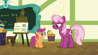 Cheerilee gives Scootaloo a B for her report S7E7