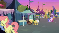 Grand Pear closing his pear stand S7E13