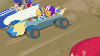 Rainbow bumping into other carts S6E14