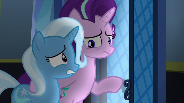 File:Starlight and Trixie listening in on changelings S6E25.png