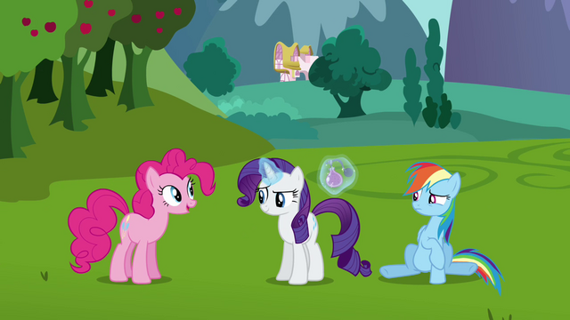 File:Pinkie Pie arrives S03E10.png