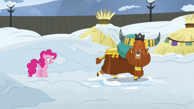 File:Rutherford pretends to slam door in Pinkie's face S7E11.png