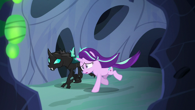 File:Starlight and Thorax galloping through the hive S6E26.png