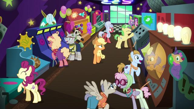File:Applejack exploring the resort arcade S6E20.png