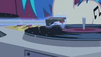 DJ Pon-3 spins a record S1E14