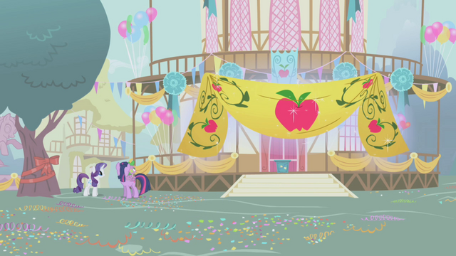 File:Rarity levitating Applejack banner S1E04.png