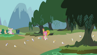Pinkie Pie saving the day S01E10