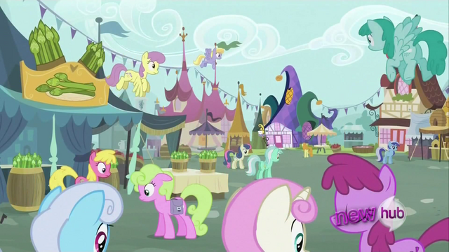 File:Background ponies in the market S2E23.png