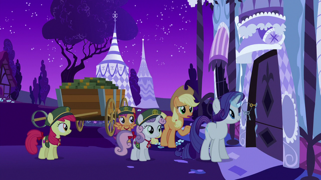 File:Rarity unlocking her boutique door S6E15.png