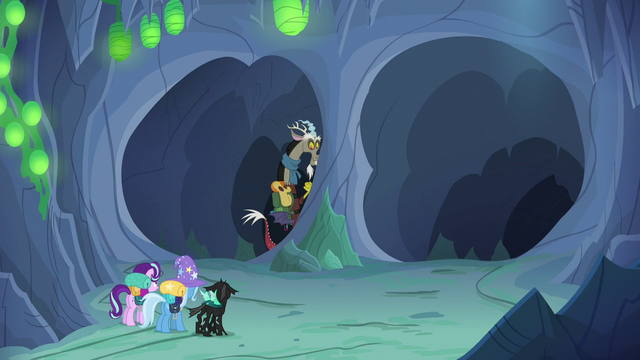 File:Discord Changeling entering the left tunnel S6E26.png