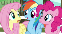 Rainbow pops in between Fluttershy and Pinkie S6E18