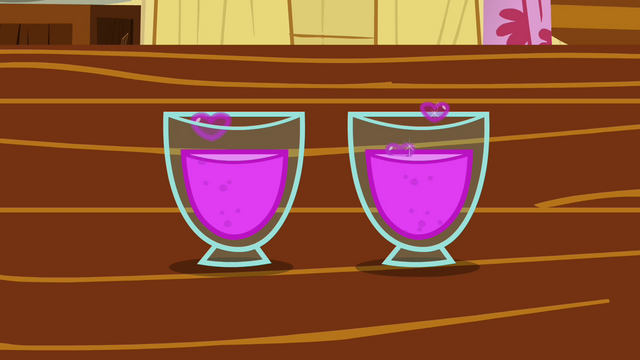 File:CMC's glasses of totally not love concoction S2E17.png