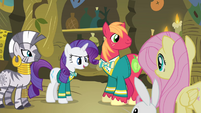 Rarity 'not in front of everypony' S4E14