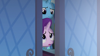 Starlight and Trixie in the throne room doorway S6E25