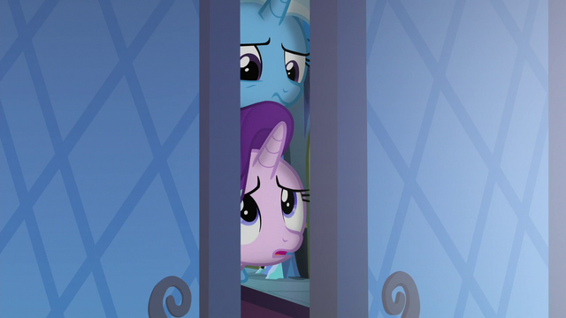 File:Starlight and Trixie in the throne room doorway S6E25.png