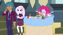 Pinkie replacing the party snacks EG3