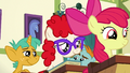 School foals in awe of the ribbons S6E14.png