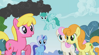 The ponies listen to the news about the smoke S1E07