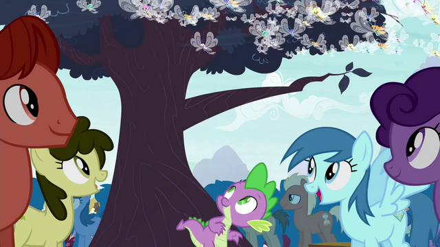 File:Spike spots a tree S4E16.png