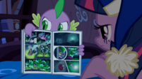Spike reading comic book S4E06