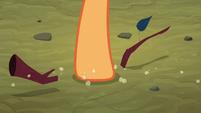 Applejack breaks a twig S3E06