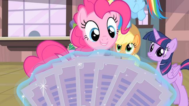 File:Pinkie Pie 'A paper fan!' S4E08.png