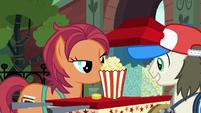 Food merchant selling popcorn S5E16