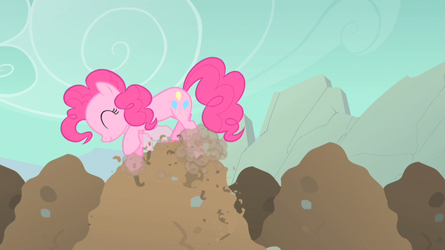 File:Pinkie Pie digging happily S1E19.png