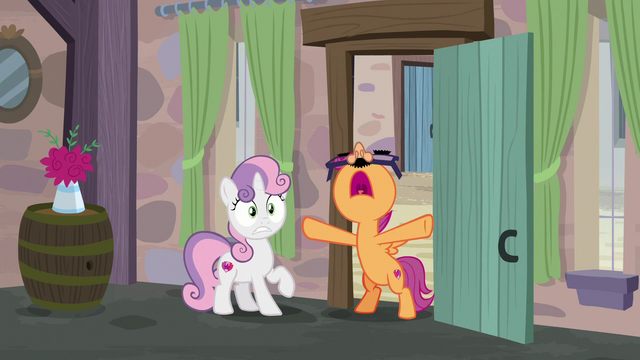 """File:Scootaloo shouting """"the cupcake has landed!"""" S7E8.png"""