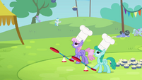 Rainbowshine and Sprinkle Medley catapulting the muffins S4E10