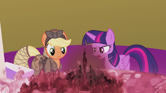 File:Twilight explains the situation S5E25.png
